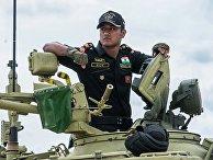 Военнослужащий вооруженных сил Индии принимает участие в Армейских международных Играх-2015 на полигоне в Алабино Московской области