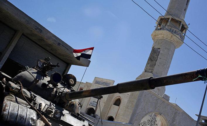 Танк сирийских военных в деревне Хосн
