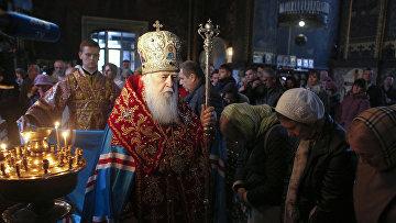 Патриарх Филарет совершает молитву в Соборе Святого Владимира в Киеве