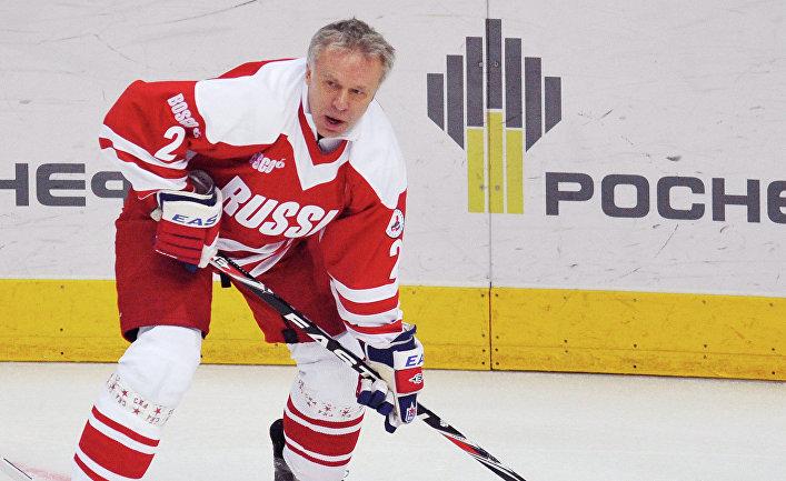 Вячеслав Фетисов во время матча ветеранов хоккея России и Канады