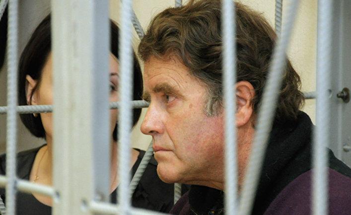 Рассмотрение жалобы на арест Питера Уилкокса