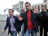 Илья Яшин и Алексей Навальный после окончания акции «Марш миллионов»