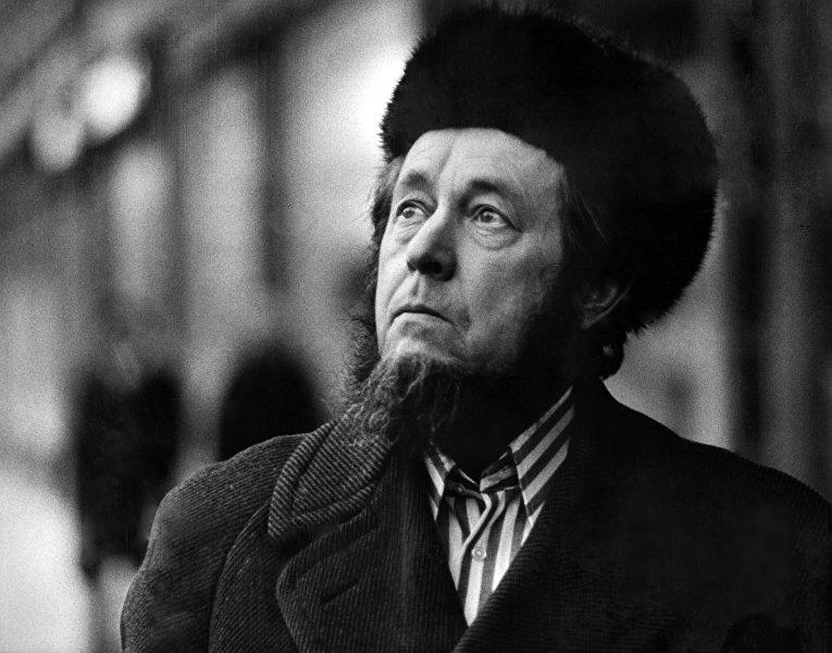 Русский писатель и историк Александр Солженицын, 1974 г