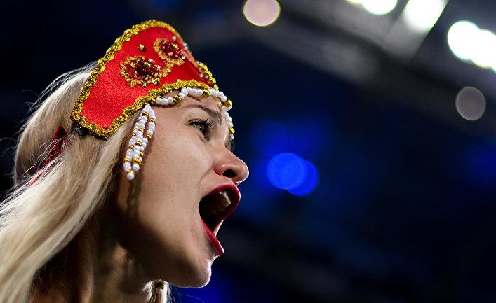 Болельщица сборной России по футболу