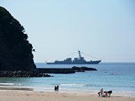 Эсминец Mustin ВМС США у берегов Японии