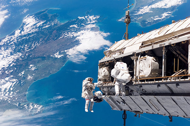 Космонавты-исследователи Роберт Ли Кербим и Кристер Фуглесанг