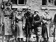 Группа женщин-красноармейцев отправляется на фронт