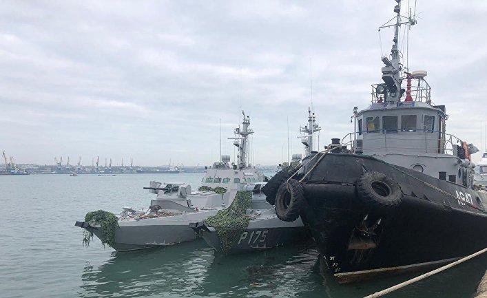 Корабли ВМС Украины, задержанные пограничной службой РФ за нарушение государственной границы России, в порту Керчи