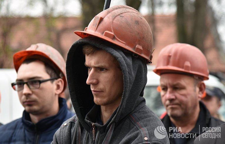 Участники акции протеста шахтеров  на одной из улиц Львова. 2 ноября 2018