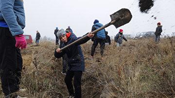 Украинских школьников отправили рыть окопы