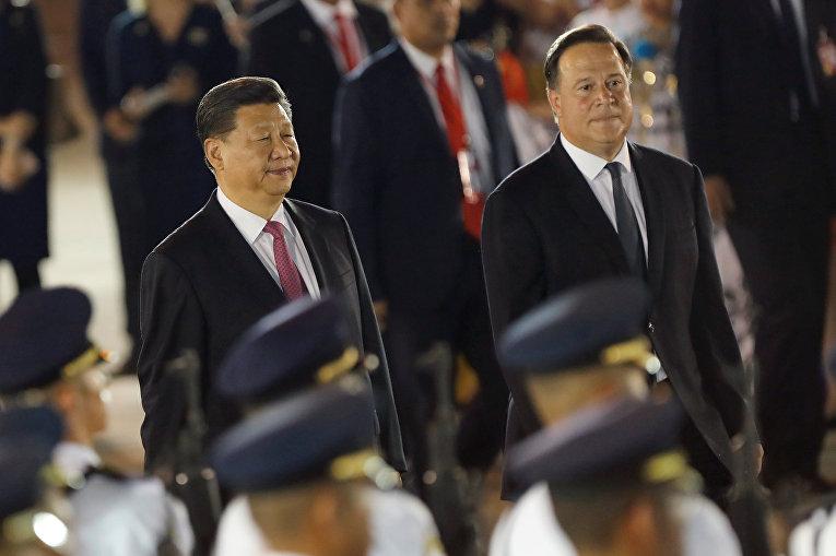 Председатель КНР Си Цзиньпин и президент Панамы Хуан Карлос Варела