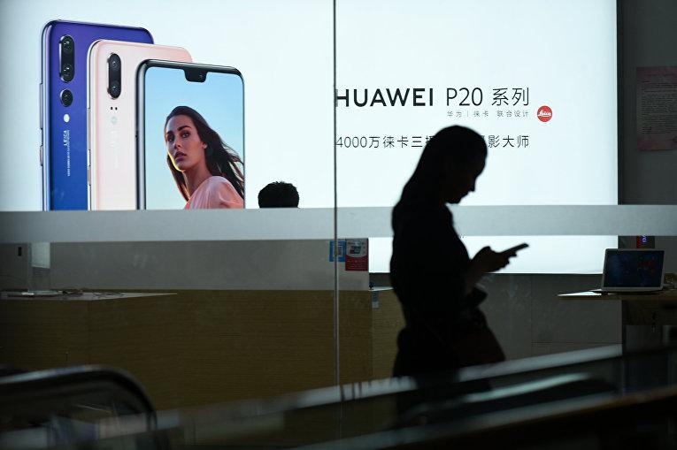 Витрина магазина Huawei в Пекине