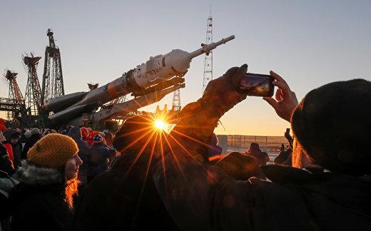 Установка ракеты-носителя «Союз-ФГ»