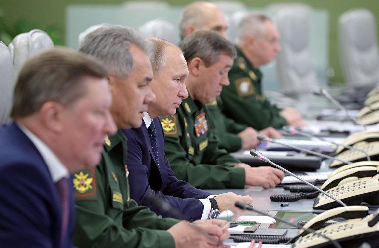 Владимир Путин наблюдает за пуском гиперзвуковой ракеты комплекса «Авангард»