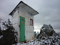 Туалет в буддийском монастыре на горе Качканар на Урале