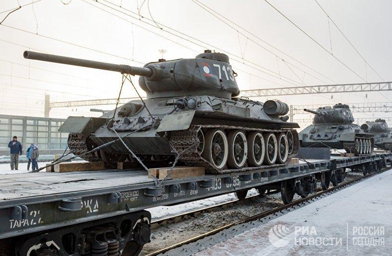 Прибытие эшелона с 30 танками Т-34 в Иркутск
