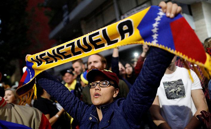 Акция в поддержку лидера оппозиции Венесуэлы Хуана Гуайдо возле посольства Венесуэлы в Мехико
