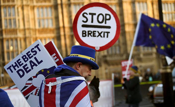 Участник акции протеста в Лондоне