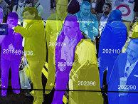 Демонстрация системы распознавания лиц, основанной на использовании искусственного интеллекта на выставке Лас-Вегасе