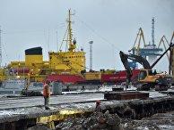 Рабочие в терминале Мариупольского порта