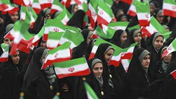 Участники церемонии по случаю 40-й годовщины Исламской революции в Тегеране