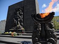 Памятник повстанцам Варшавского гетто, Варшава, Польша