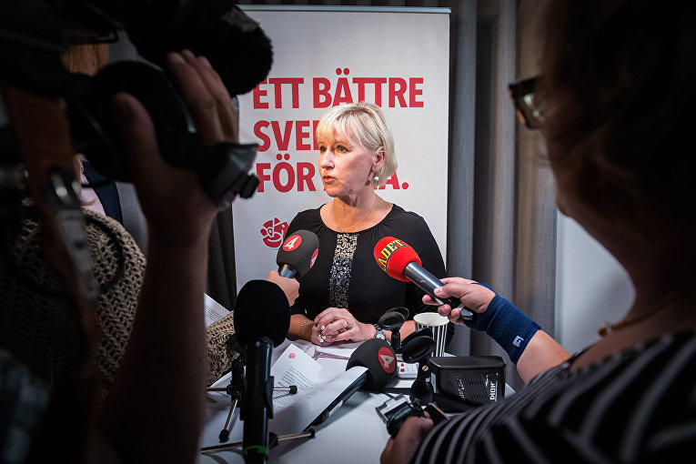 Глава МИД Швеции Маргот Валльстрём на пресс-конференции