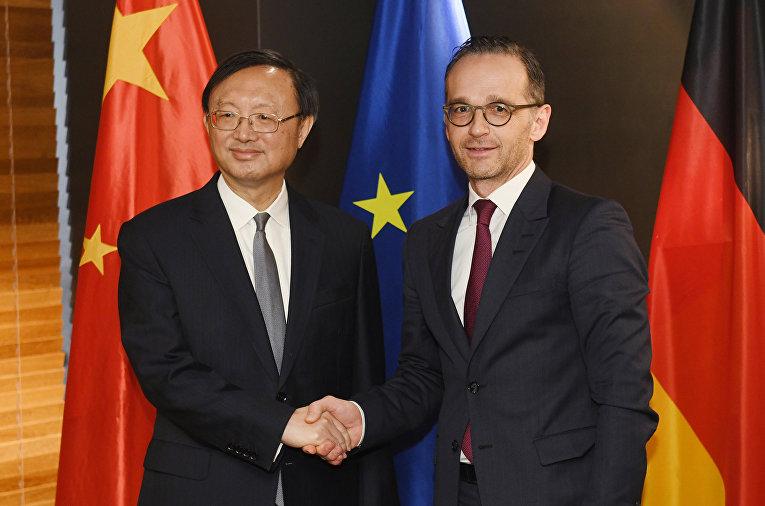Министр иностранных дел Германии Хейко Маас и члену политического бюро Китая Яну Цзечи