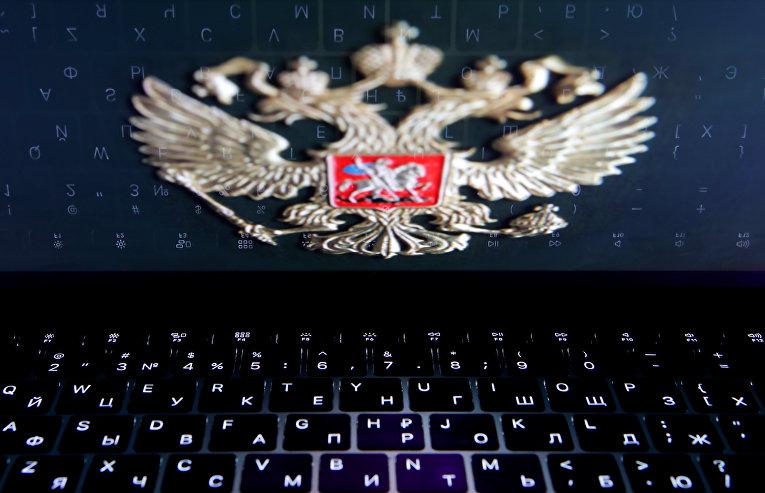 Герб РФ на экране ноутбука