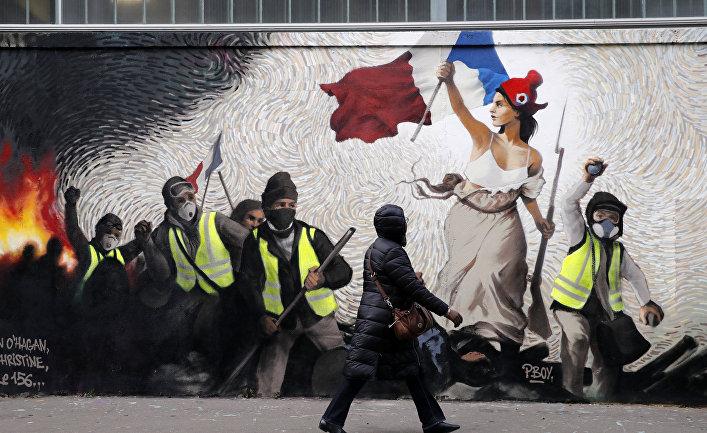 """Граффити в Париже, изображающее протесты """"желтых жилетов"""""""