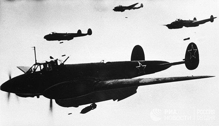 Советский бомбардировщик Пе-2