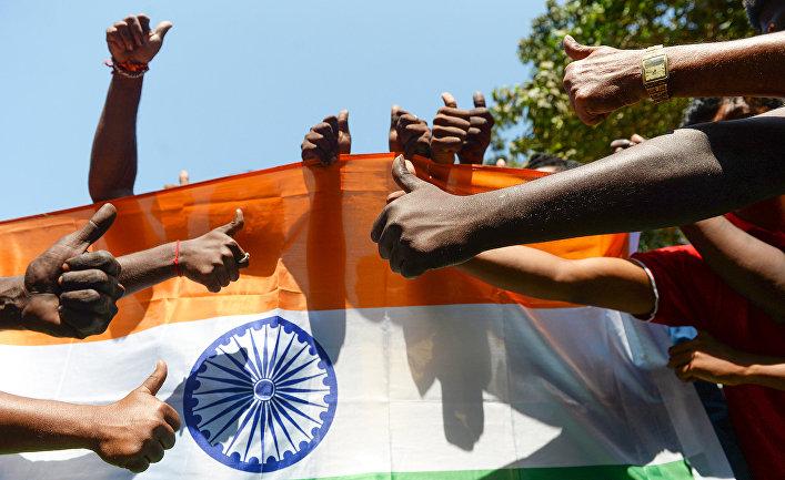 Участники акции в поддержку индийских вооруженных сил в Балакоте
