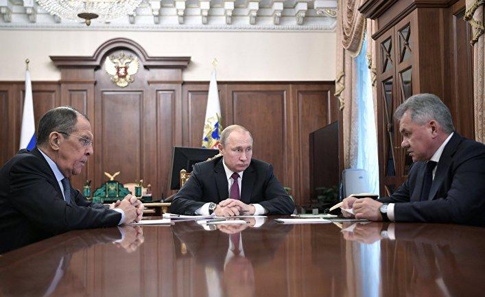 Президент РФ В. Путин встретился с главами МИД и Минобороны РФ С. Лавровым и C. Шойгу