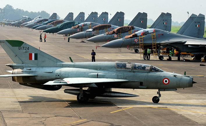 Истребители индийских ВВС на авиабазе Каликунда