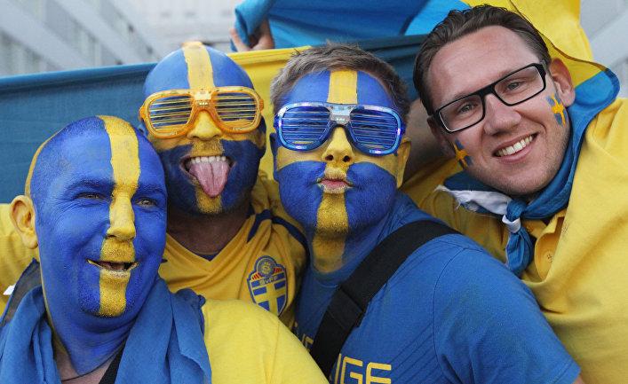 Зрители Евровидения с лицами, раскрашенными в цвета шведского флага