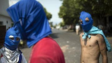Антиправительственные протестующие в Урене, Венесуэла