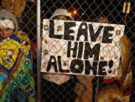 Сторонники Майкла Джексона у здания суда в Санта-Марии, Калифорния