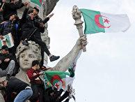 Участники демонстрации против президента Алжира