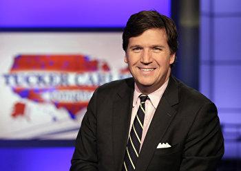 Такер Карлсон в студии канала Fox News