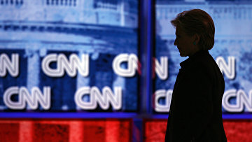 Хиллари Клинтон во время телевизионных дебатов на канале CNN