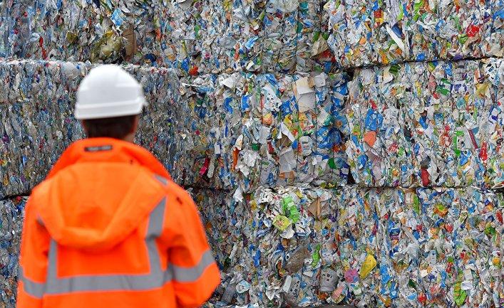 Работа центра сортировки отходов в Плуфраган, Франция