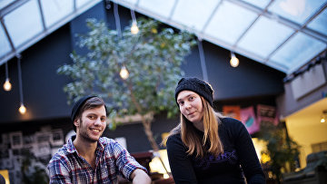 Луве Эльвелин, транссексуальный мужчина, и Нова Коллиандер, транссексуальная женщина, в Стокгольме, Швеция