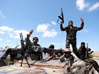 Члены Ливийской национальной армии под командованием Халифы Хафтара готовятся к наступлению на Триполи в Ливии