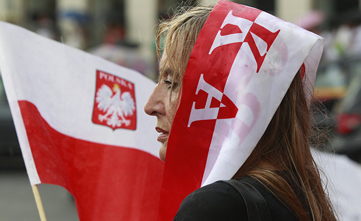 Женщина на митинге в Варшаве, Польша