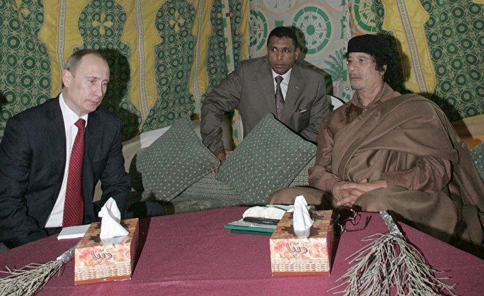 Президент России Владимир Путин и лидер ливийской революции Муамар Каддафи