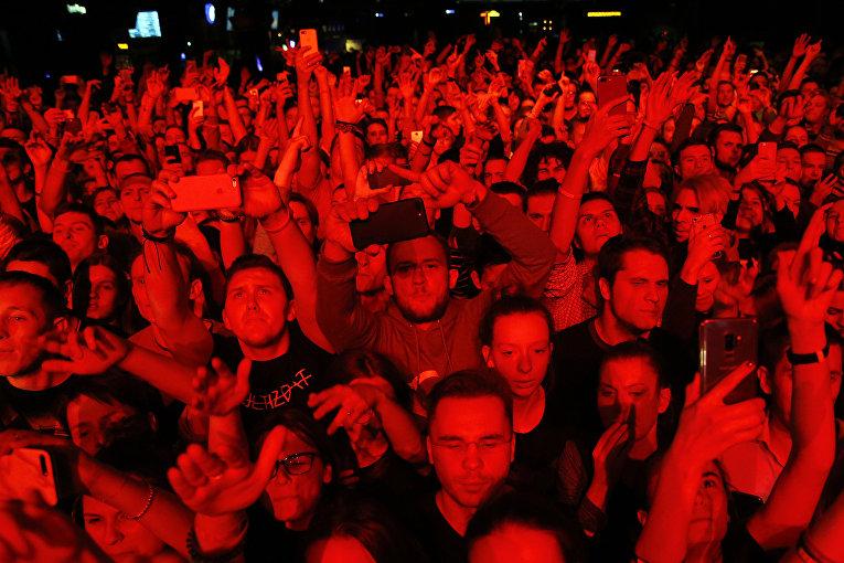 Зрители на концерте рэпера Оксимирона