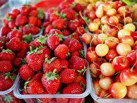 Фрукты и овощи на центральном колхозном рынке в Краснодаре