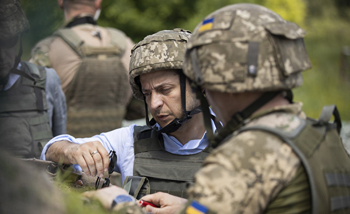 Президент Украины Владимир Зеленский посетил позиции ВСУ на Донбассе