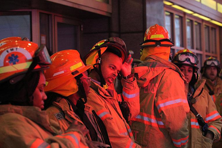 Экстренные службы в центре Манхэттена, где разбился вертолет
