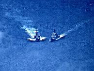 Крейсер «Чанселлорсвилл» военно-морских сил США и российский эсминец «Адмирал Виноградов»